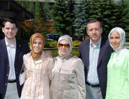 """أردوغان يصوت في اسطنبول، ويتحدث عن """"ثورة ديمقراطية"""""""