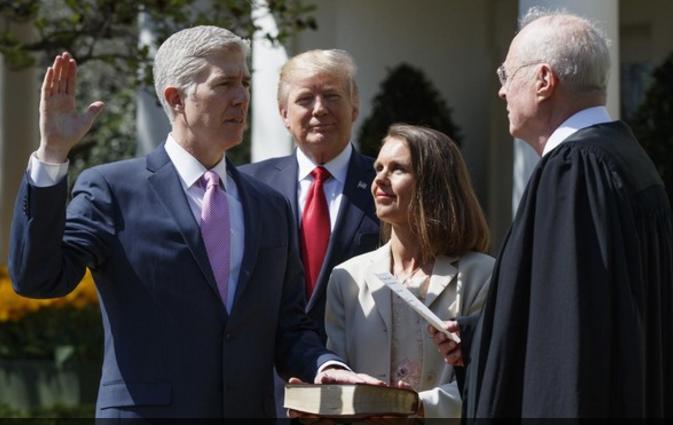 تقاعد أحد قضاة المحكمة العليا يمنح ترامب فرصة ملء الشاغر