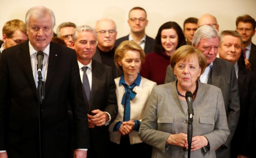 رئاسة الحزب المسيحي الألماني تدعم موقف ميركل في خلاف اللجوء