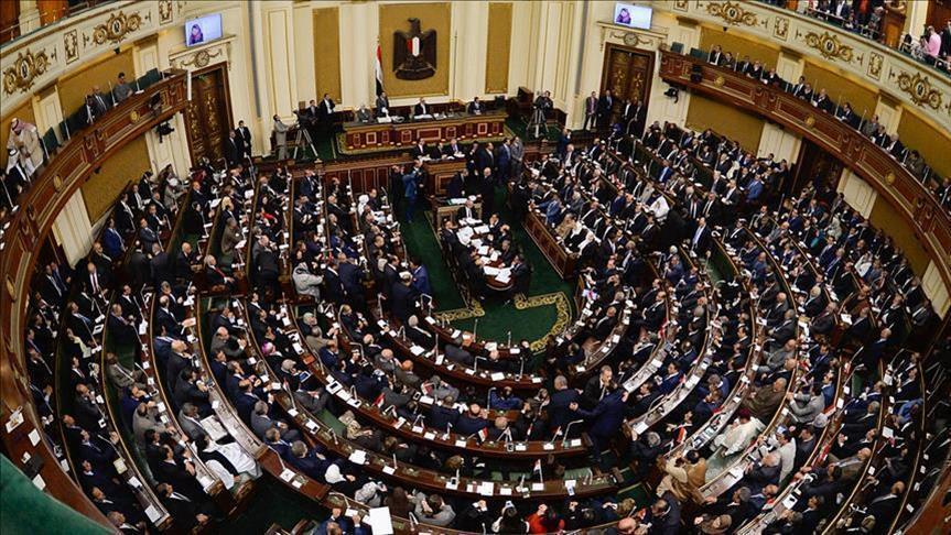 مصر تقر 3 تشريعات مثيرة للجدل بينها منح الجنسية مقابل وديعة
