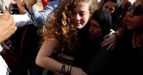 السلطات الاسرائيلية تفرج عن عهد التميمي ووالدتها ناريمان