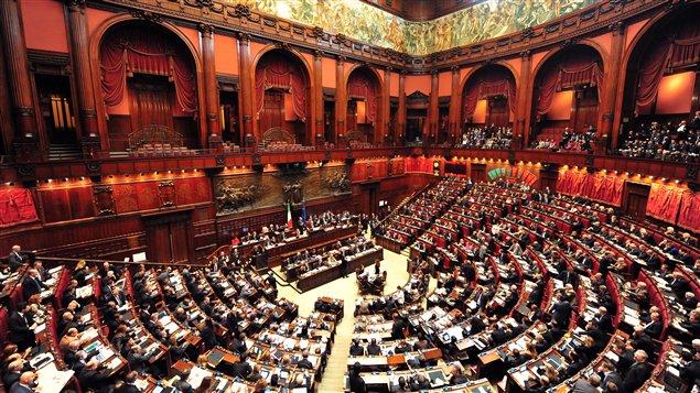 البرلمان الفرنسي يضاعف احتجاز المهاجرين المرحلين ل 90 يوما