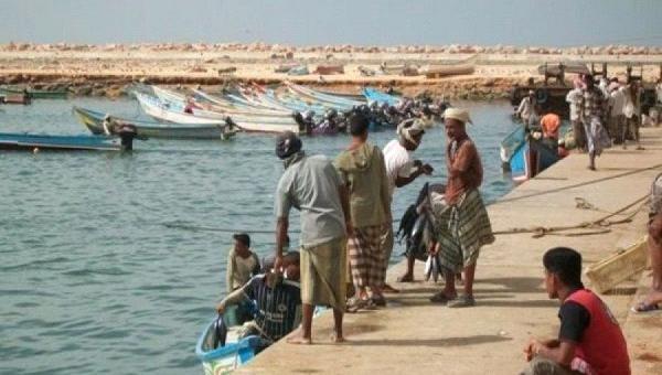الحكومة اليمنية تحذر الصيادين من الاقتراب من سفن التحالف العربي