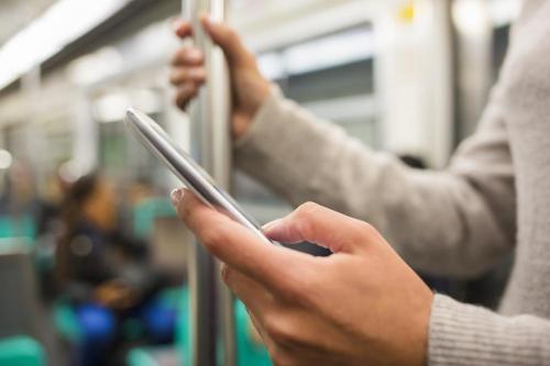 سلطات الأمن في ألمانيا تراقب عشرات الآلاف من الهواتف الجوالة