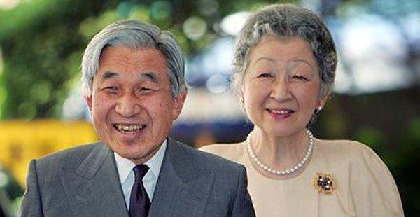 """امبراطور اليابان يؤكد""""ندمه العميق"""" في ذكرى الحرب العالمية الثانية"""