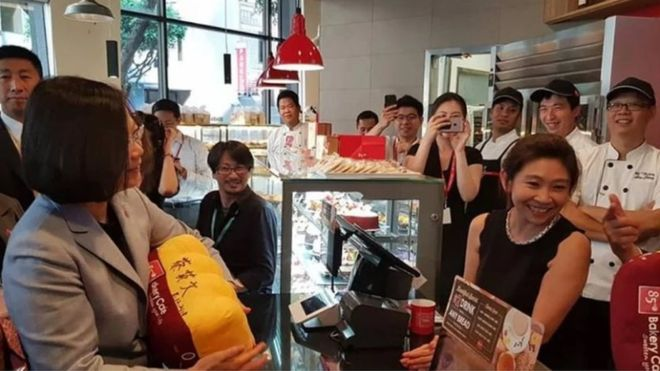 فنجان قهوة للرئيسة التايوانية يثير دعوات مقاطعة في الصين