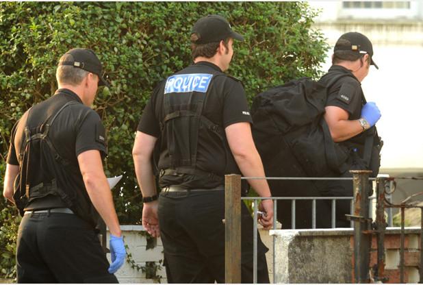 الشرطة البريطانية تلقى القبض على 5 من أنصار جماعة محظورة