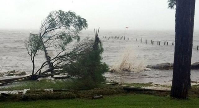 """رياح وأمطار الإعصار """"فلورنس"""" تضرب سواحل الولايات المتحدة"""