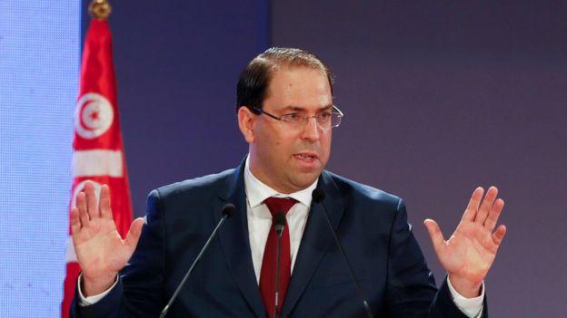 الحزب الحاكم في تونس يجمد عضوية يوسف الشاهد