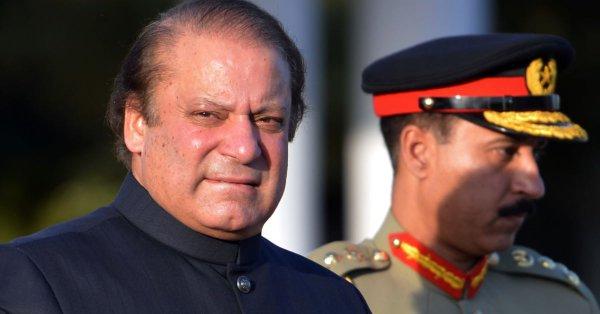 محكمة باكستانية تطلق سراح نواز شريف وتوقف تنفيذ سجنه