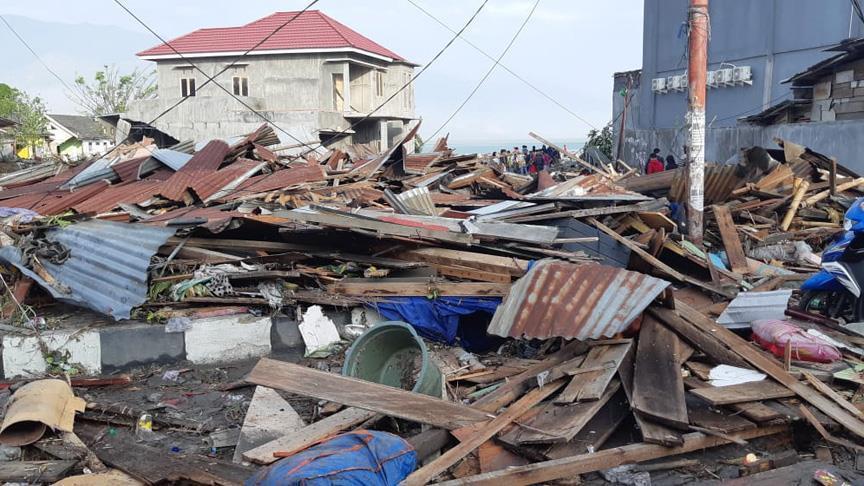 ارتفاع حصيلة ضحايا زلزال وتسونامي إندونيسيا إلى 384 قتيلا