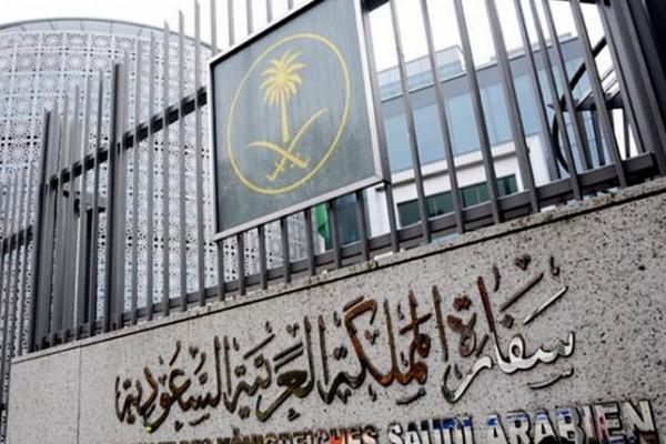 صحافة العالم أمام القنصلية السعودية للاستفسار عن خاشقجي