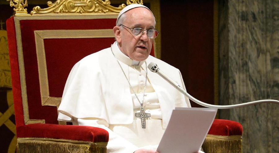 """بابا الفاتيكان : الاجهاض """"يشبه الاستعانة بقاتل مأجور لحل مشكلة"""