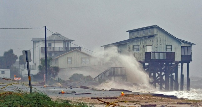 """عاصفة من """"الجحيم"""" تضرب جنوب شرق الولايات المتحدة"""
