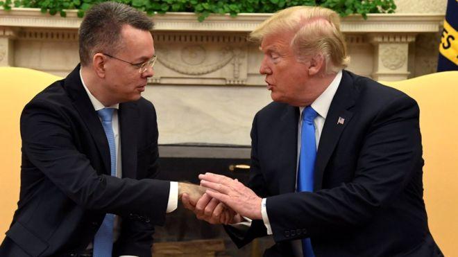 ترامب يلتقي القس برانسون في البيت الأبيض