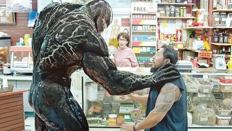 """""""فينوم"""" يتصدر إيرادات دور السينما الأمريكية للاسبوع الثاني"""