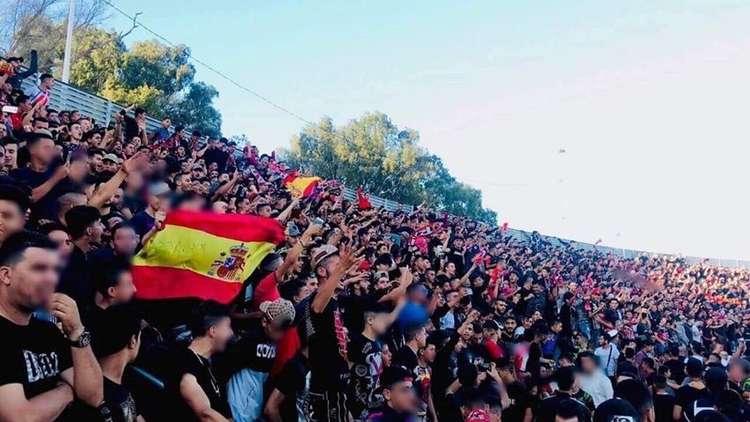 القضاء المغربي يدين 14 شابا لرفعهم أعلاما إسبانية
