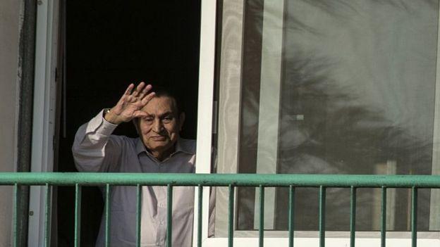 محكمة تستدعي مبارك للشهادة في محاكمة مرسي وقيادات الإخوان