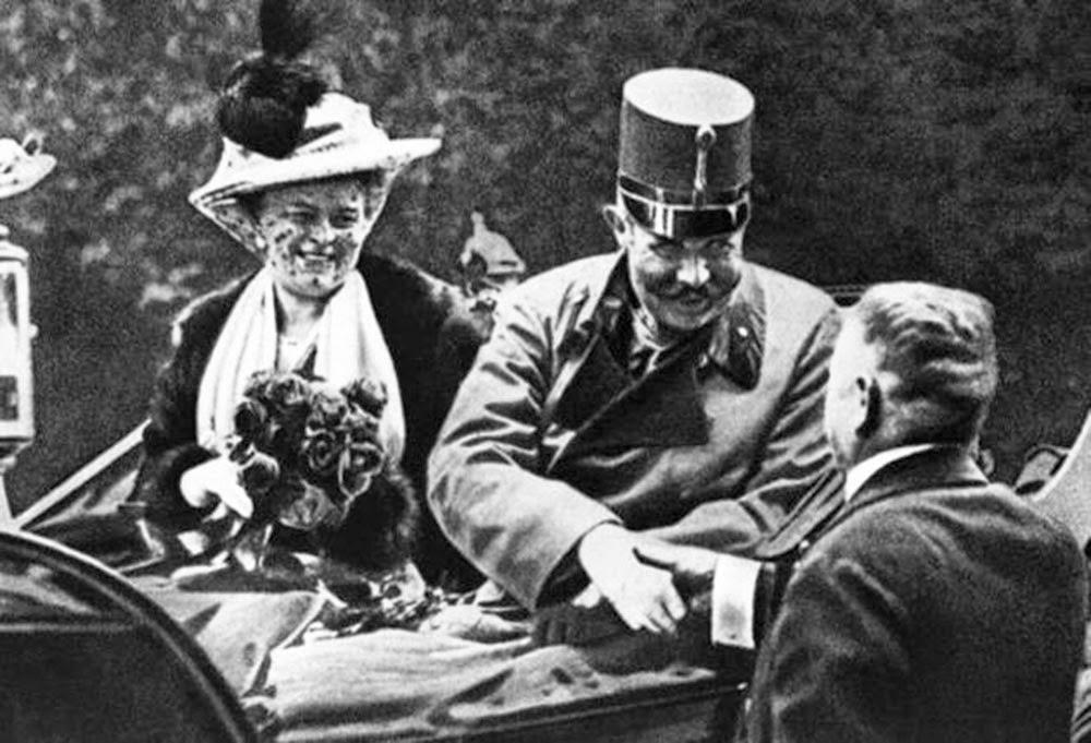 الأرشيدوق فرديناند، وريث عرش هابسبورج وزوجته عام 1914