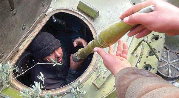 قصف متبادل بين القوات الحكومية وفصائل المعارضة بحلب وحماة