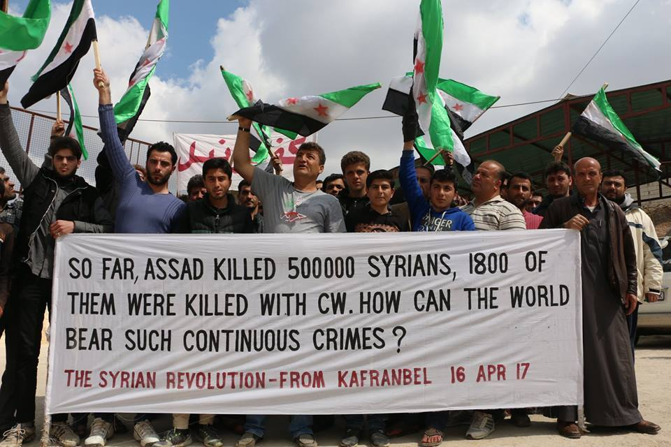 "مهندس ""لافتات كفرنبل"".. سوريون يبكون رائد الفارس"