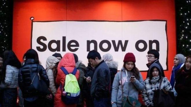 """ما حكاية يوم """"الجمعة السوداء""""الذي ينتظره المستهلكون كل عام؟"""