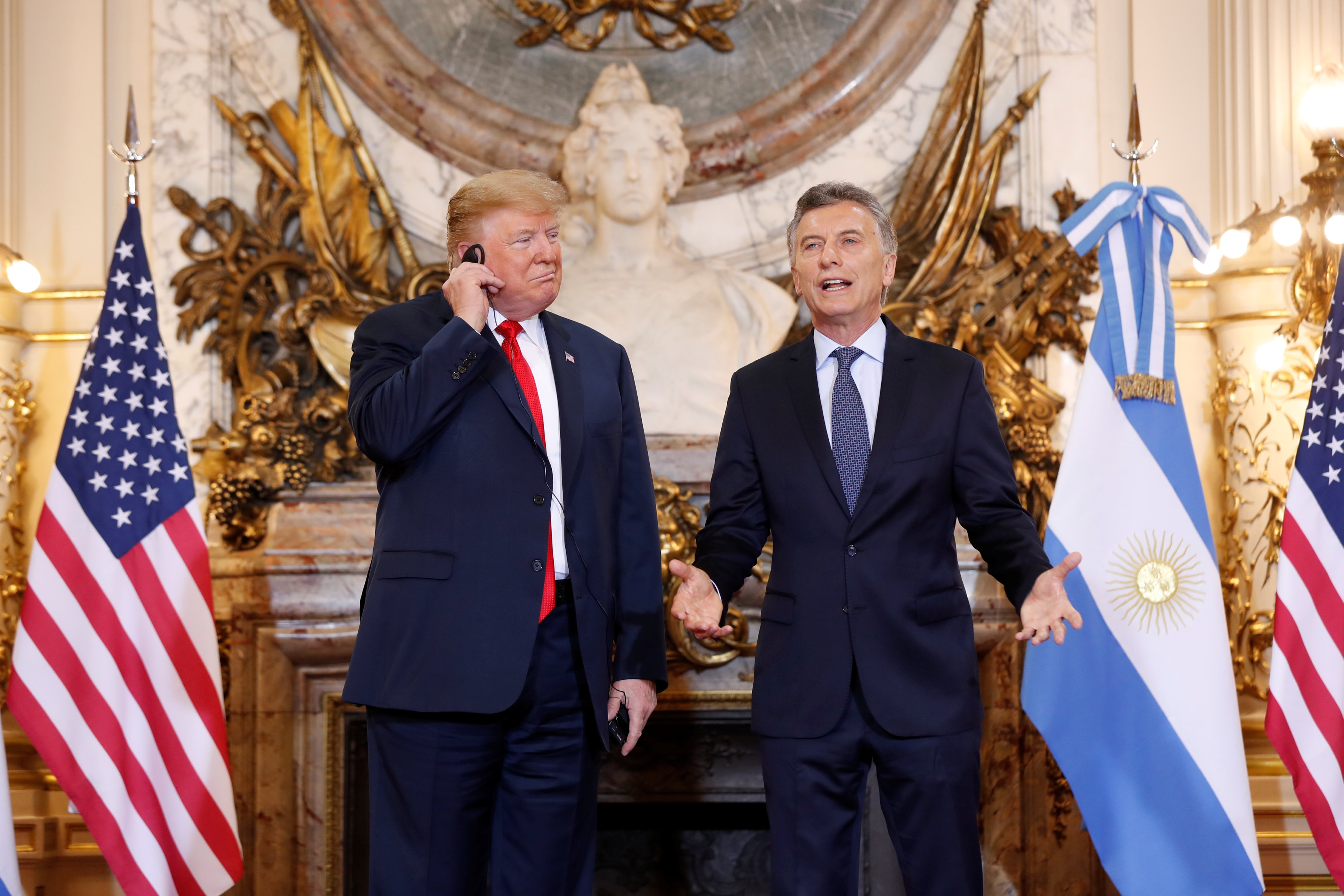 ترامب يلغي اجتماع بوتن ويتبادل عبارات مجاملة مع بن سلمان