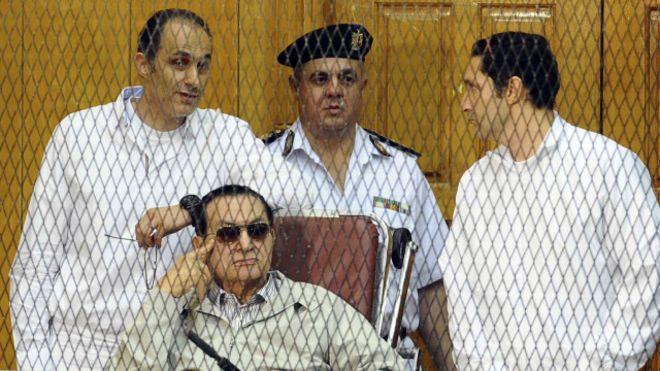 محكمة الجنايات تستدعي مبارك للمرة الثانية بقضية اقتحام السجون