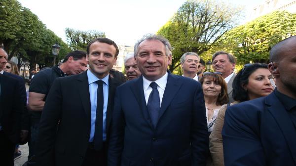 اليسار الفرنسي يسعى لطرح الثقة ضد حكومة ماكرون