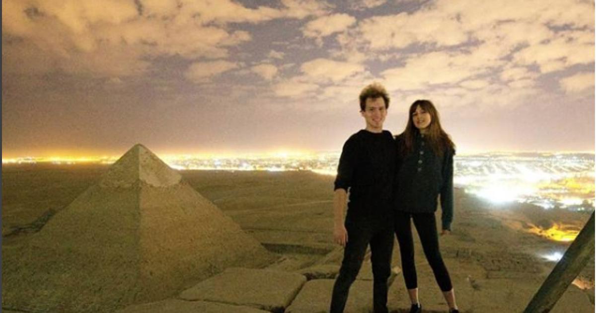 تحقيق مصري بواقعة تصوير دنماركيان على قمة هرم خوفو