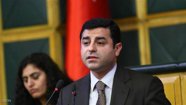 تركيا تستأنف محاكمة السياسي الكردي دميرطاش المتهم بالإرهاب