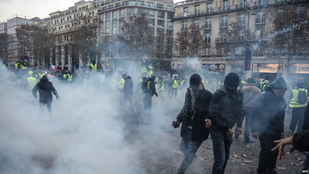 """تراجع أعداد المشاركين في مظاهرات """"السترات الصفراء"""" في باريس"""