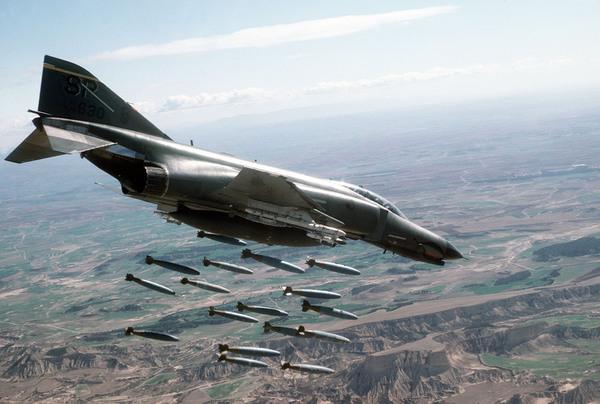 الدفاعات الجوية السوية تتصدى لاهداف معادية في سماء دمشق
