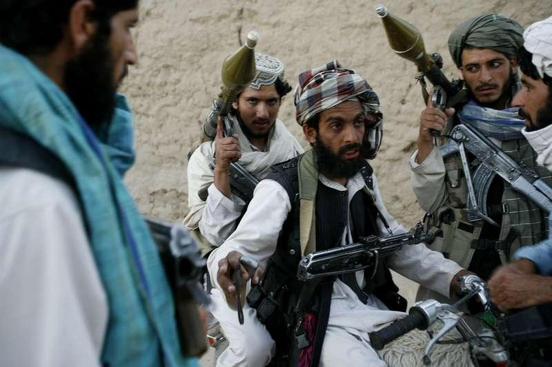 مقتل ما لايقل عن 26 من رجال الشرطة في هجمات طالبان بأفغانستان