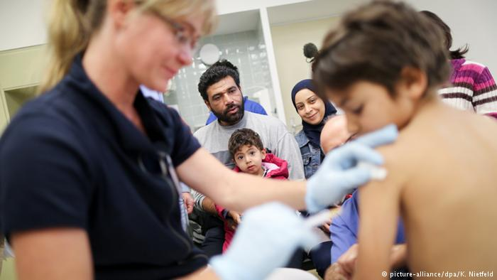 جائزة دولية لطبيب استرالي كشف عن إهمال متعمد في مراكز اللجوء