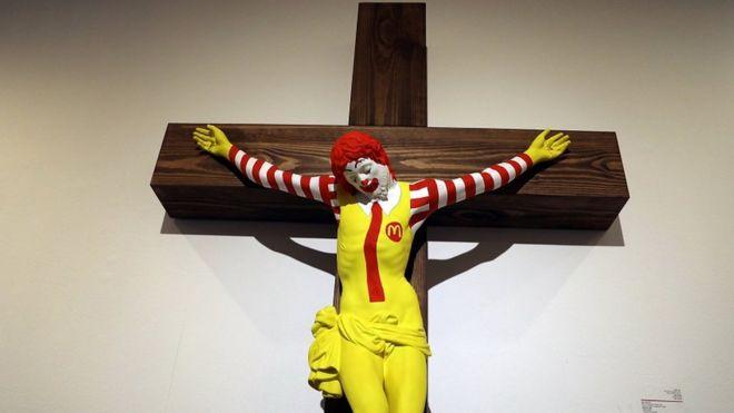 """إزالة لوحة """"ماك المسيح"""" من متحف إسرائيلي"""