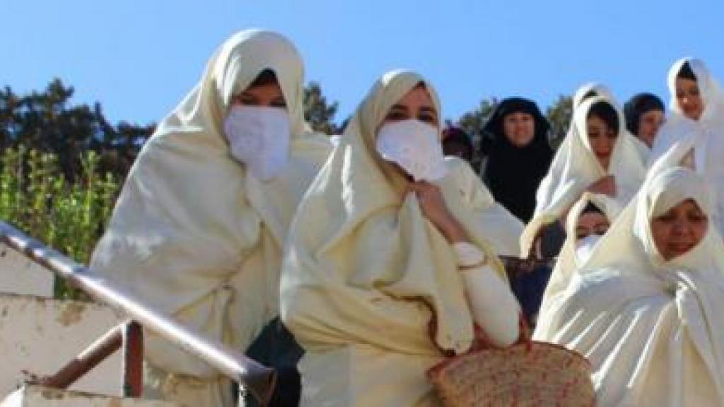 """العنوسة في الجزائر بين""""التهوين""""الرسمي و""""الإثارة""""غير الرسمية"""