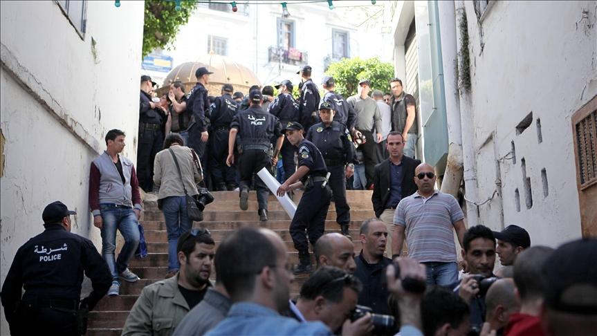 الجزائر.. حراك مفاجئ ضد الولاية الخامسة لبوتفليقة
