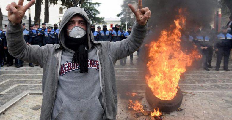 مظاهرات الألبان ضد رئيس الوزراء تأخذ منعطفا عنيفا