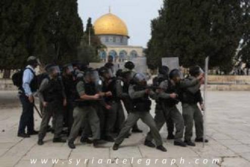 """وزير فلسطيني: قرار محكمة إغلاق مصلى بالأقصى""""غير قانوني"""""""