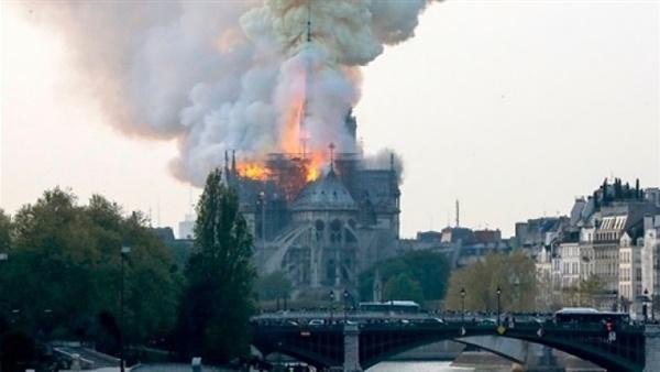 فرقة الإطفاء الفرنسية تعلن الإطفاء الكامل لحريق كاتدرائية نوتردام