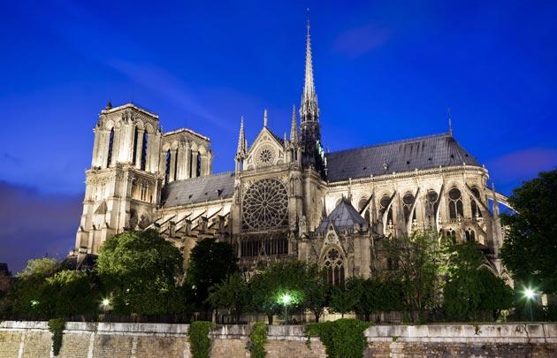 عائلة بيتنكور تتبرع بـ200 مليون يورو لإعادة بناء كاتدرائية نوتردام