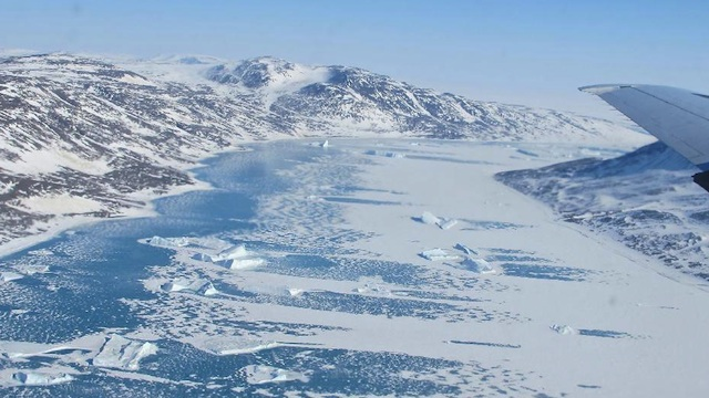 العثور على 3 رجال أحياء بعد تحطم مروحية بالقارة القطبية الجنوبية