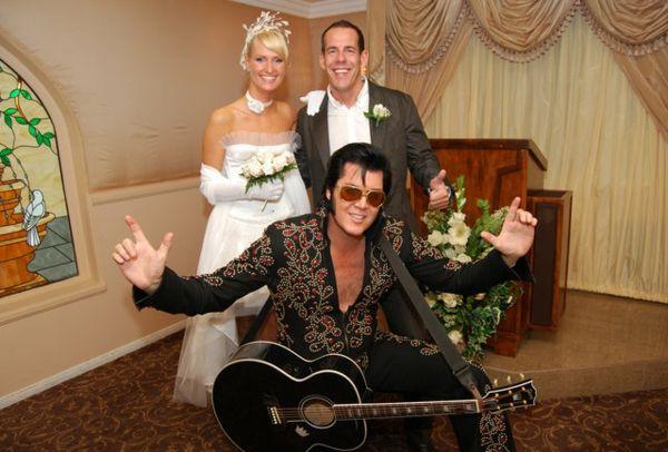 كل مراسم الزواج متاحة في فيجاس ما دمت قادرا على الدفع