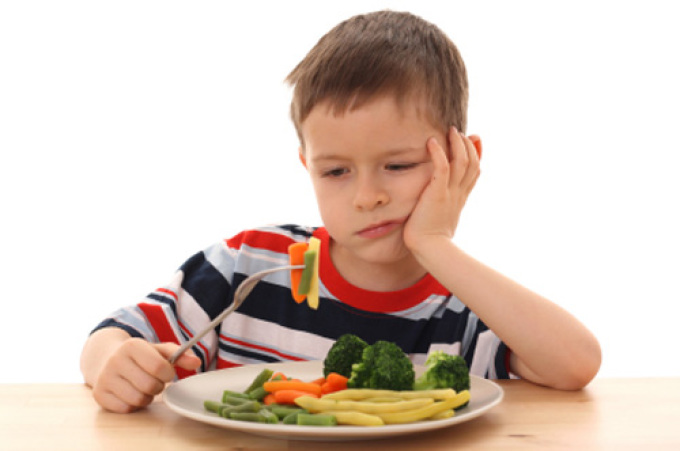 كيف تقنع طفلك بتناول الأطعمة الصحية ،،؟ باحثون يجيبون