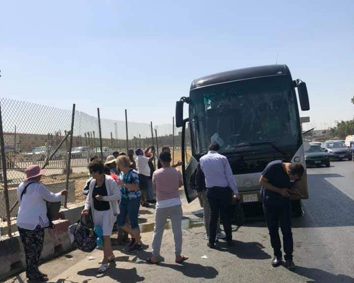 سبعة سياح وعشرة مصريين اصيبوابانفجار حافلة سياحية