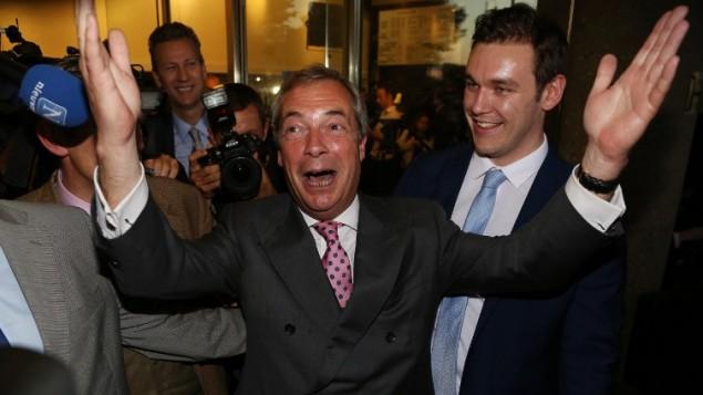 """فاراج يلوم """"المتطرفين"""" من أنصار البقاء في الاتحاد الأوروبي"""