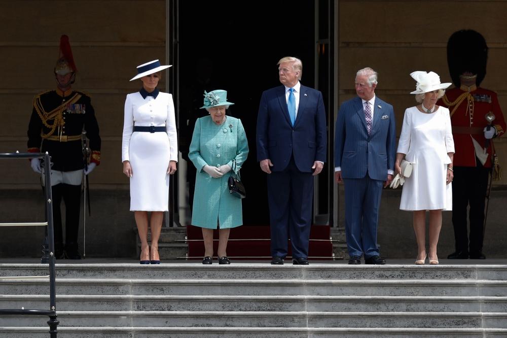 الملكة إليزابيث والأمير تشارلز يستقبلان ترامب وغدا مظاهرة ضده