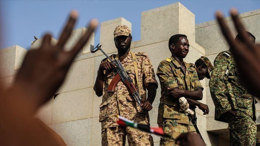 """""""العسكري"""" السوداني ينفي إصداره أمرا بفض الاعتصام"""
