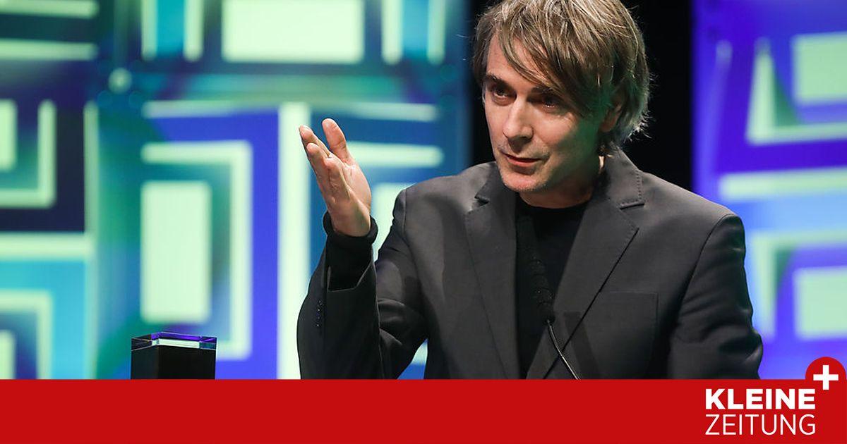 الممثل الألماني ينس هارتسر يحصل على خاتم إيفلاند